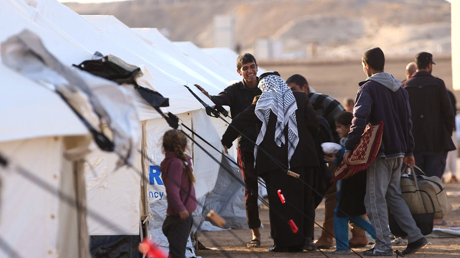 Iraqi families take shelter in newly-erected camp east of Mosul